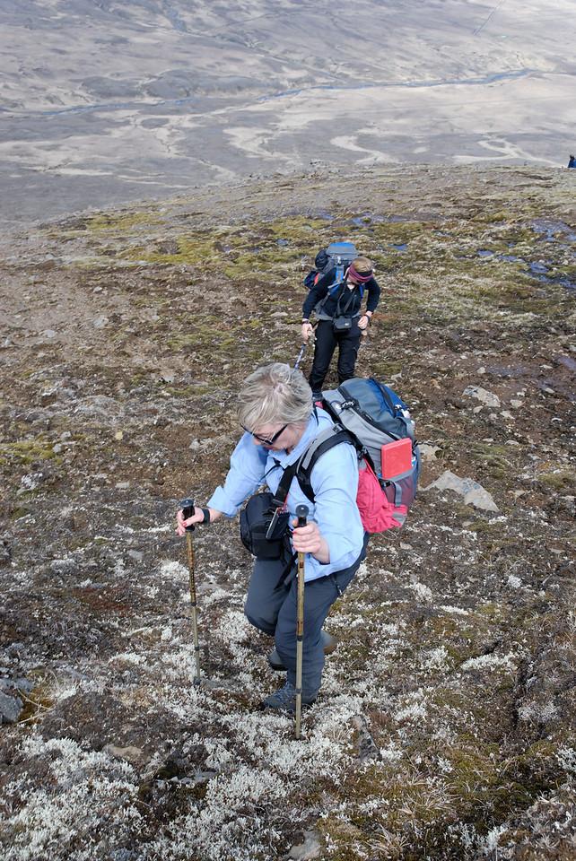 11:23 Gerður og Svana.