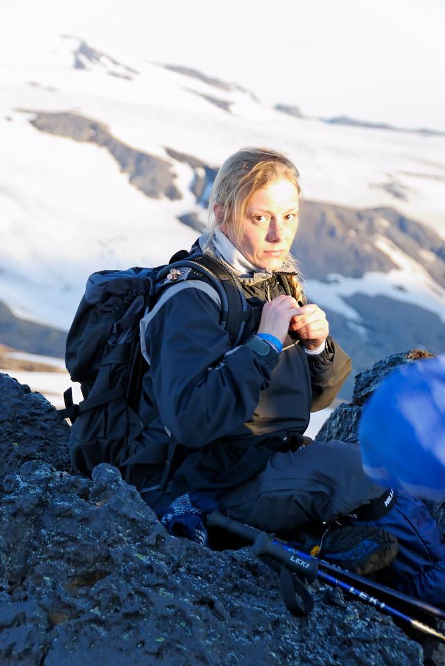 04:20 Sara eitthvað skrítin á svipinn - sennilega bara þreytt.