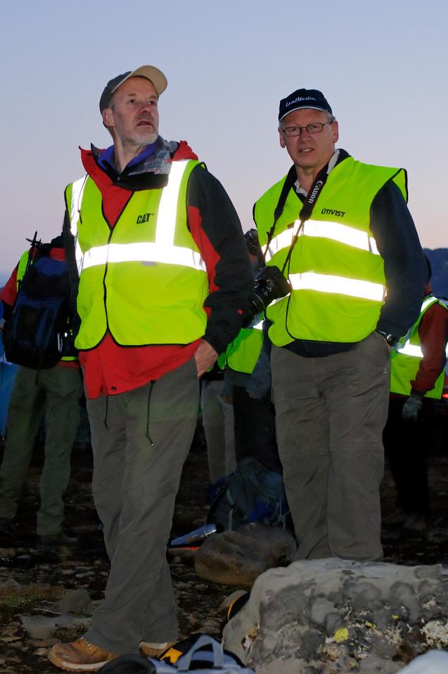 00:56 - Ábúðarmiklir fararstjórar.