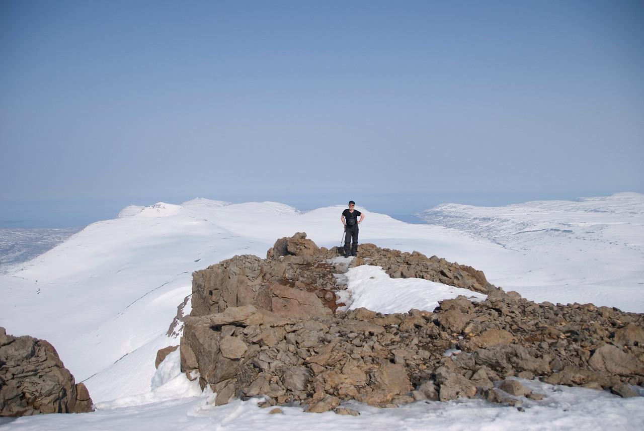 15:32 Ég með Reykjafjörð og Bjarnarfjörð í baksýn, mér á hægri hönd eru Miðmundarhorn og Geirhólmur.