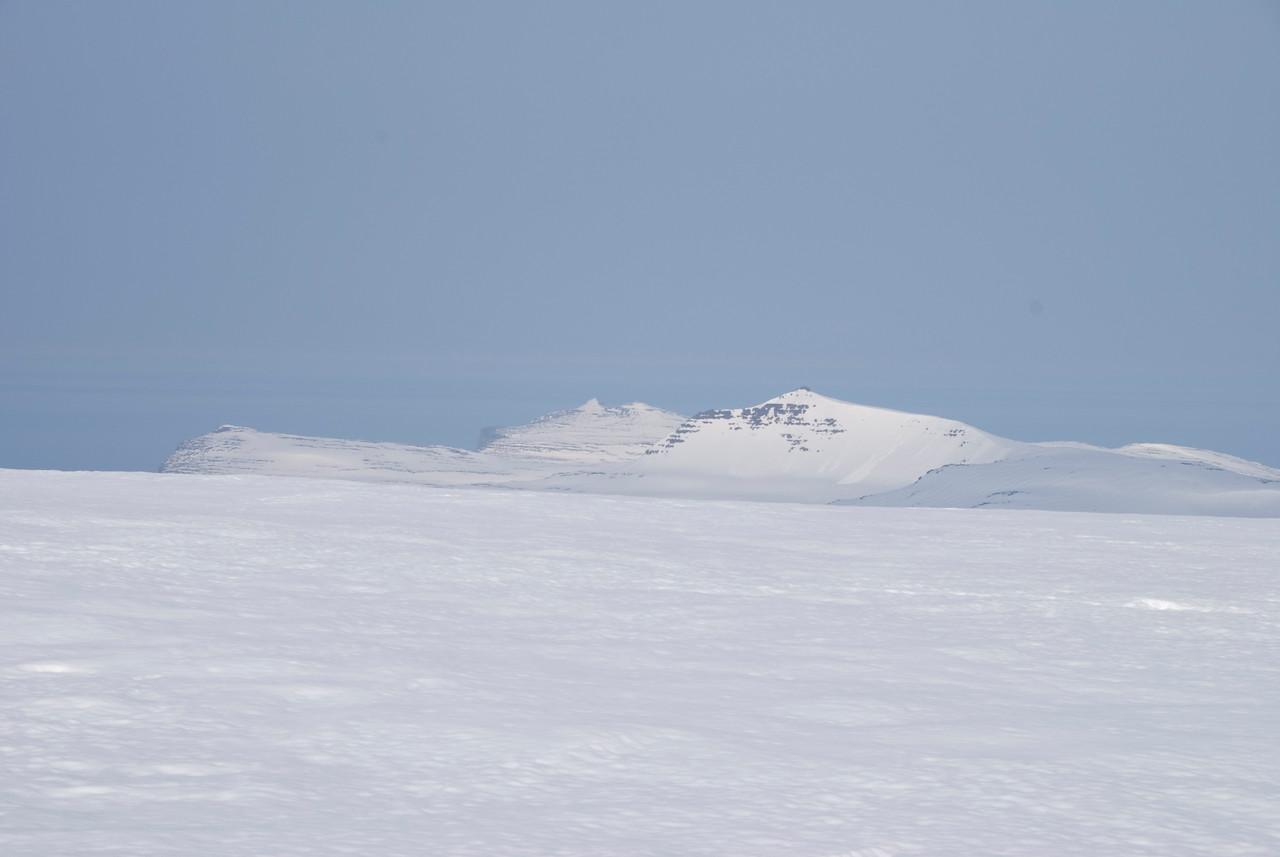 16:39 Sigluvíkurnúpur, Geirhólmur og Miðmundarhorn.