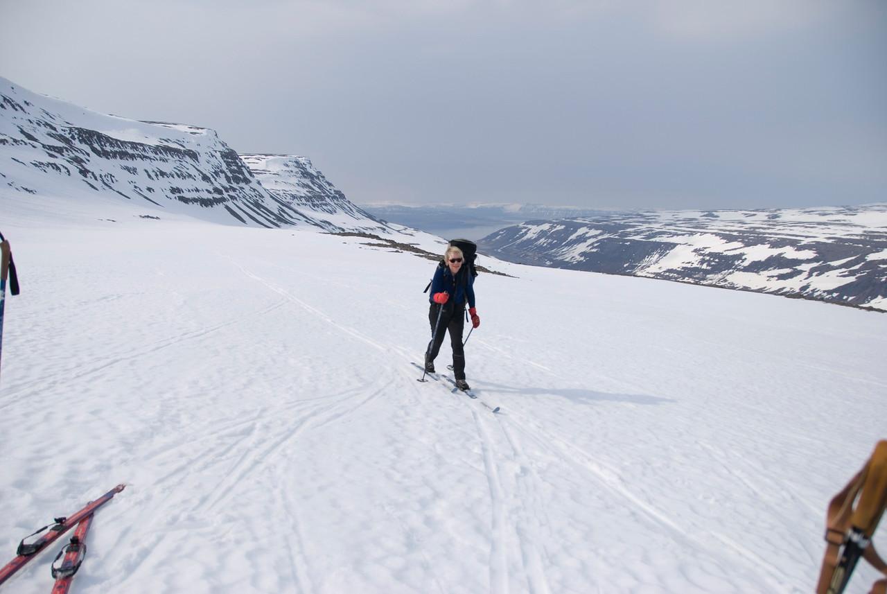 12:00 Matarhlé á smá jökulskeri, Gerður að bætast í hópinn.