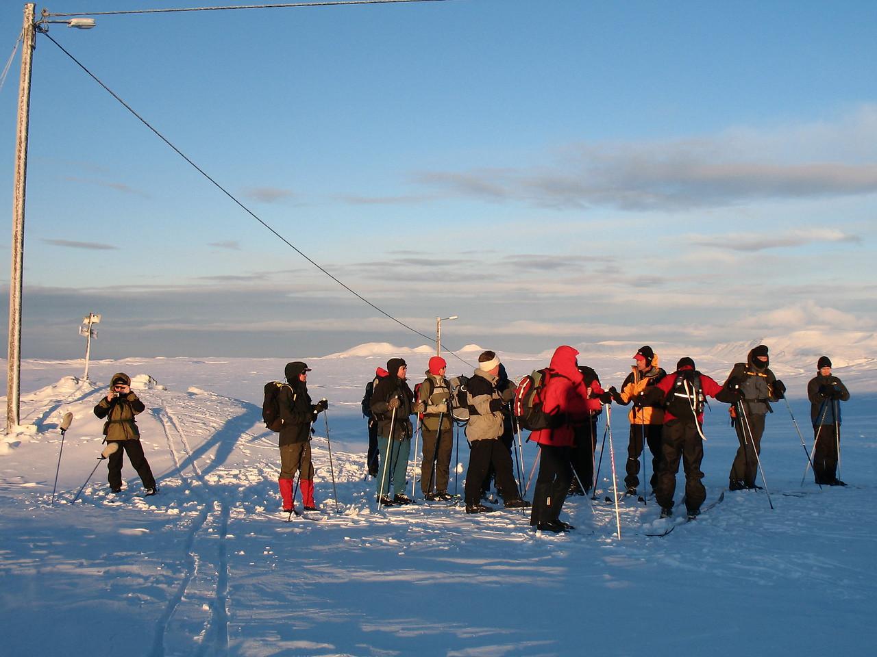 Fyrsta stopp var gert við ljósastaurinn þar sem gönguskíðabrautin beygir austure með fjöllunum.