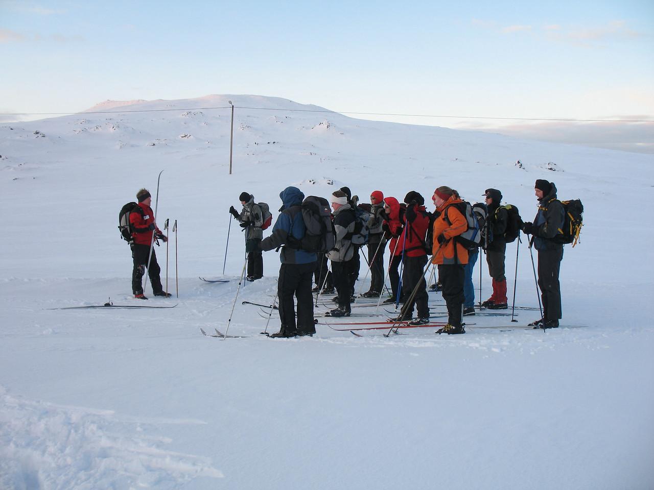 Við upphaf ferðar messaði Sigurður fararstjóri yfir hópnum.