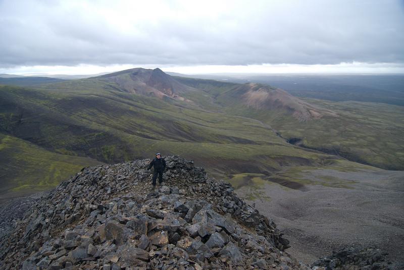 Hlíðar Mælifells lengst til vinstri, þá Litla-Baula og Sátudalur. Leið okkar lá að fossinum hægra megin miðju, óðum ána rétt ofan hans.