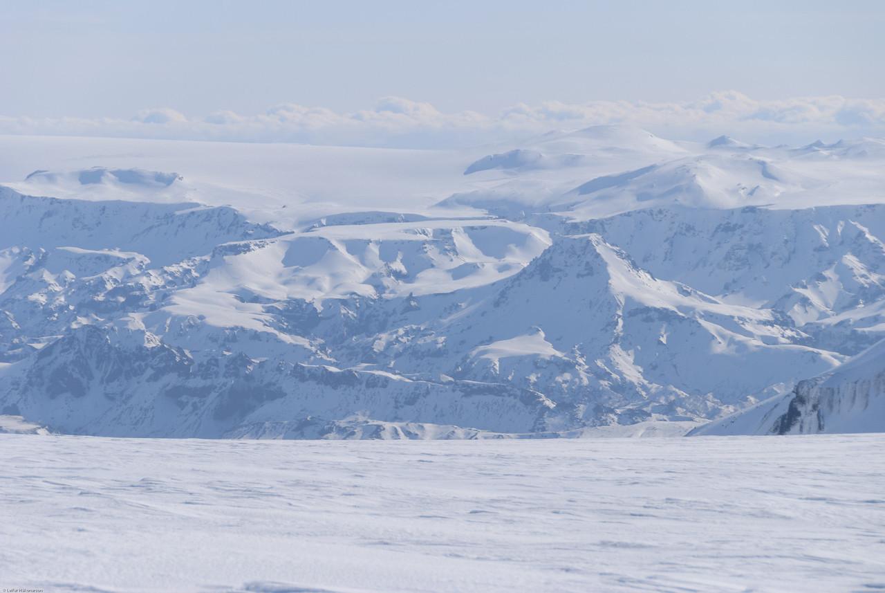 Goðaland. Fyrir miðri mynd Morinsheiði og Útigönguhöfði.