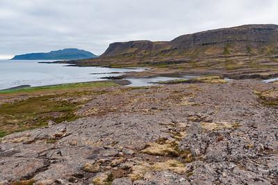 Eyvindarfjörður. Kálfstindar reka höfuðið upp í skýin