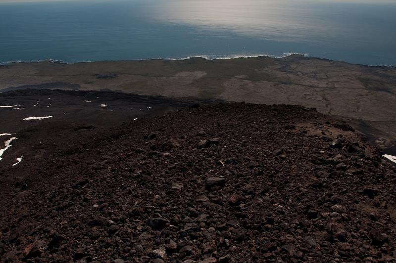 15:40 Horft yfir farinn veg úr 1350 metra hæð, bíllinn er þarna á veginum rétt hægra megin við miðja mynd