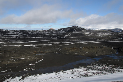 Looking north from the ridge at the top of Fimmvörðuháls. The small hill left of centre is Magni, one of the craters formed in 2009