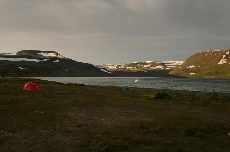 Horft inn Hesteyrarfjörð að kvöldi dags