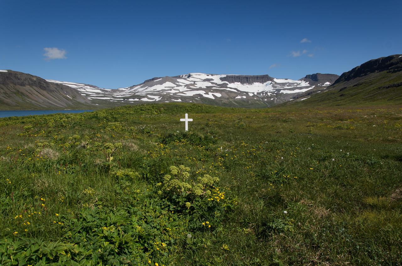 Leiði Fjalla-Eyvindar á Hrafnfjarðareyri