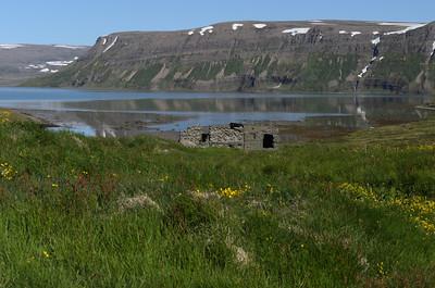 Tóftir að Kjós við Hrafnfjörð utanverðan
