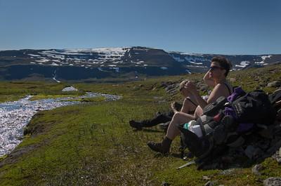 Morgunkaffi við lækjarbakka