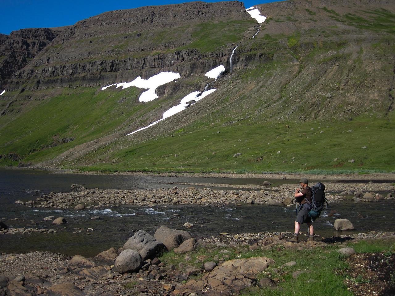 Þessa á þarf að vaða - svo sést forvaðinn þarna lengst til vinstri