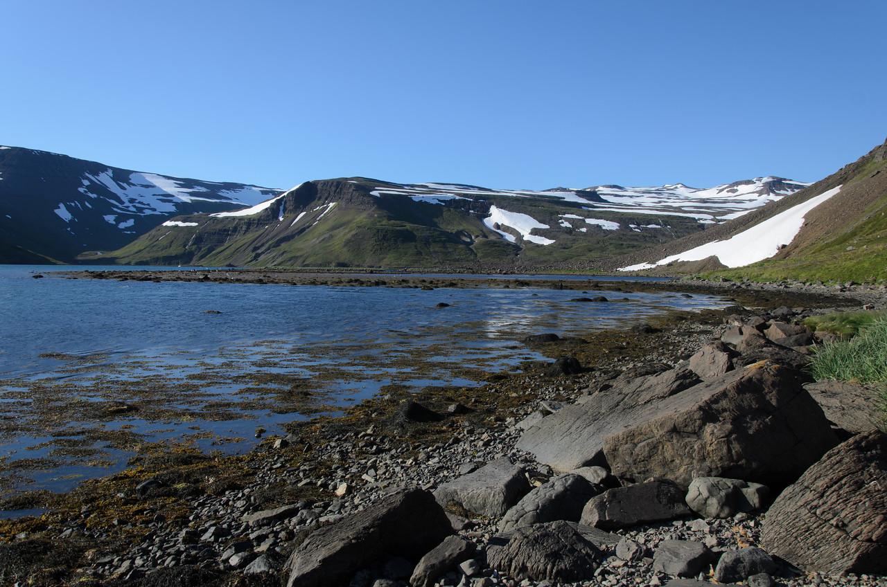 Rangali til vinstri og Mið-Kjós til hægri. Strenglón nær