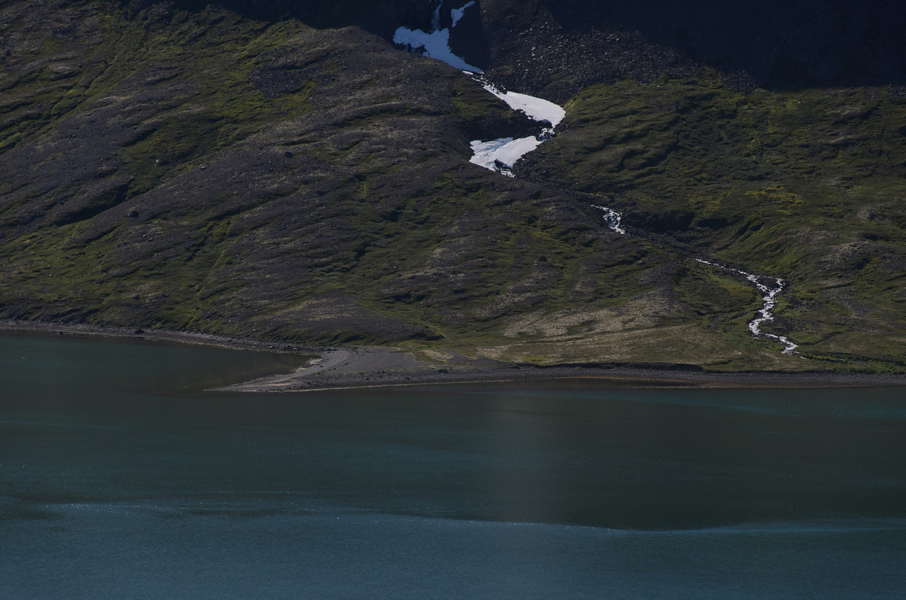 Skipeyri handan Hrafnfjarðar