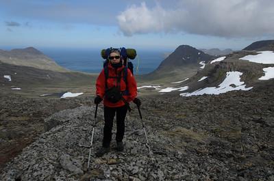 Gerður - með Kjaransvík í baksýn