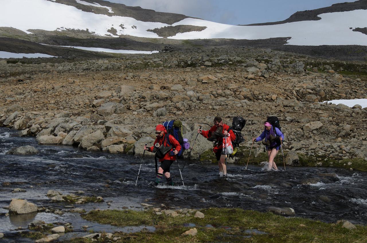 Síðasta vaðið - og Kjaransvíkurskarð í baksýn