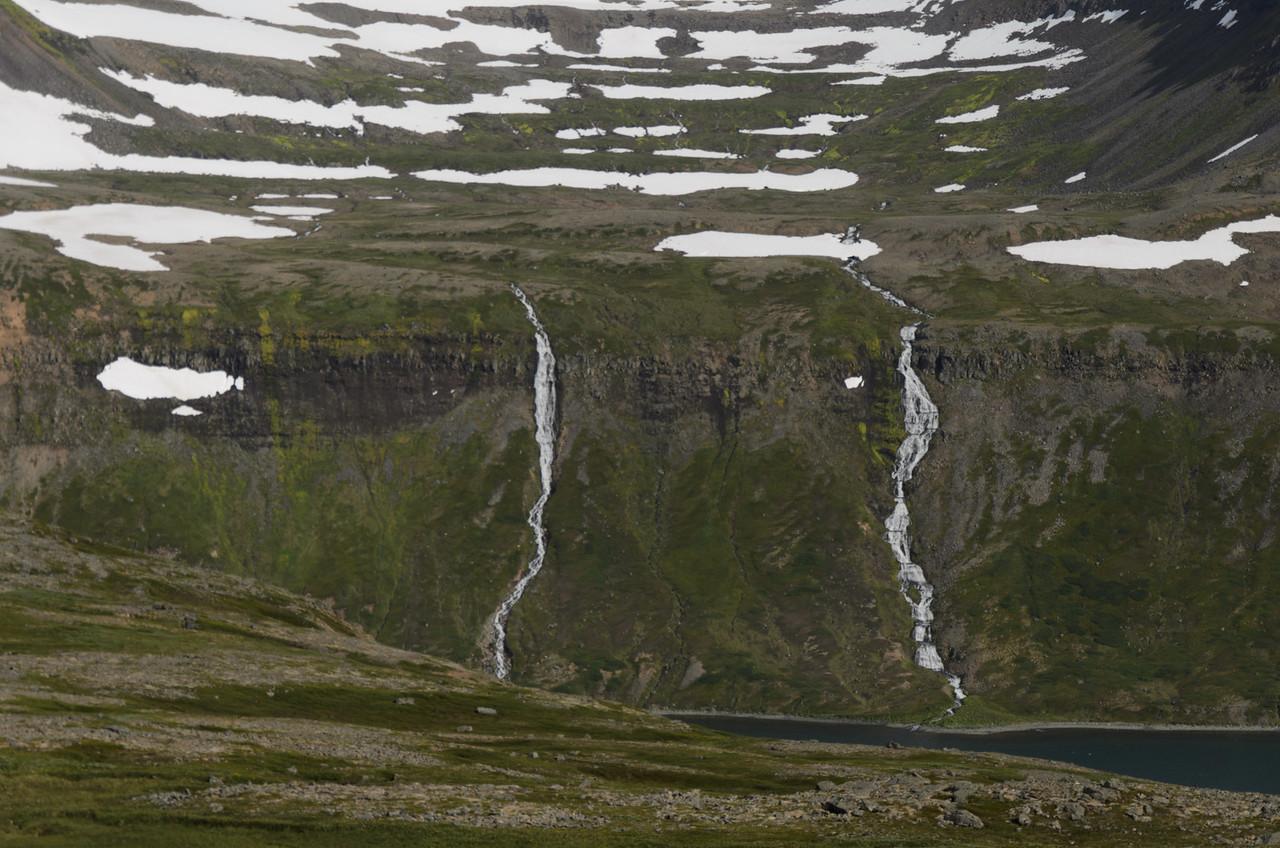 Fleiri fallegir fossar handan Hesteyrarfjarðar