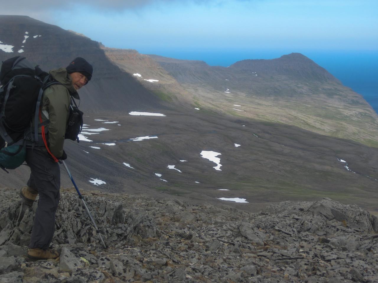 Horft yfir Kjaransvík - Almenningaskarð sést vel