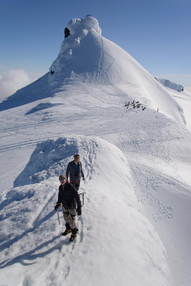 Stefán og Björn á Norðurþúfu, slatti á Miðþúfu, Vesturþúfa í baksýn