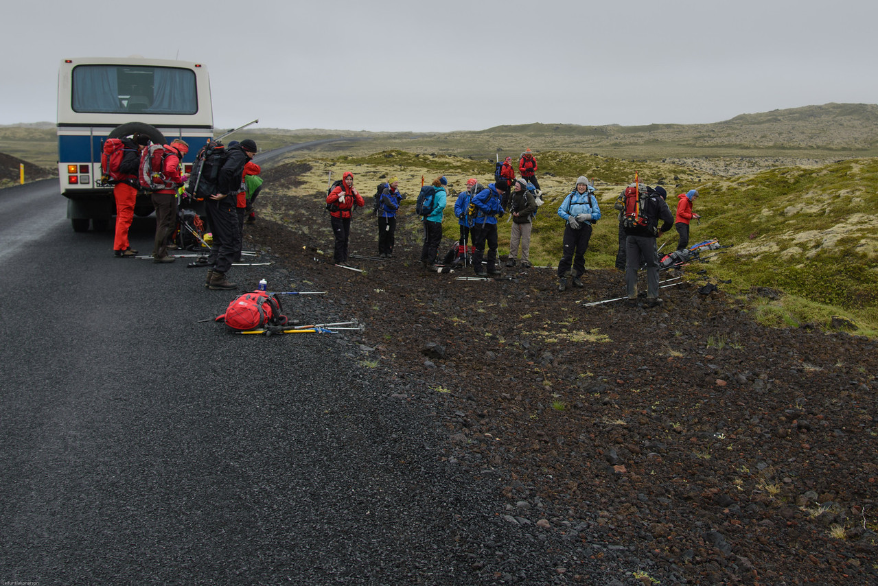 """Héðan var lagt af stað á Snæfellsjökul """"aftanverðan"""". Það tók smá stund að fá bílstjórann til að stoppa - honum fannst þetta fáránlegur staður!"""