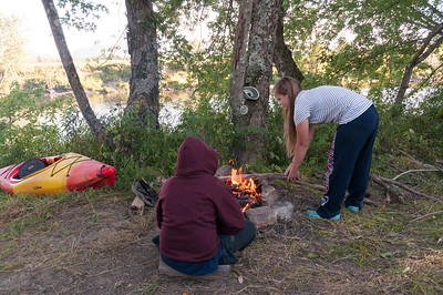 Andy and Mara build a fire, at our second campsite.
