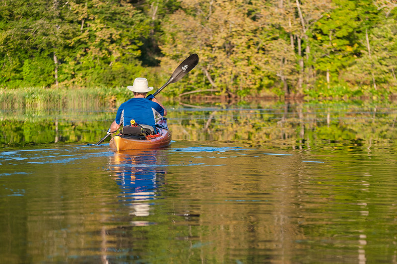 Tom Cormen paddling the Connecticut River in Lyme.