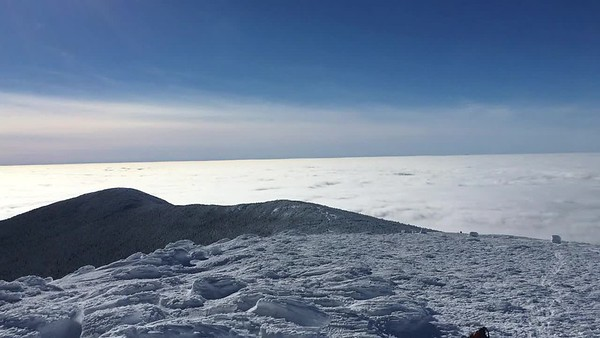 Video panorama from the Moosilauke summit on a beautiful sunny day with undercast.