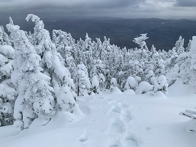 Looking back down along the final steps to the summit of Worcester Mountain.