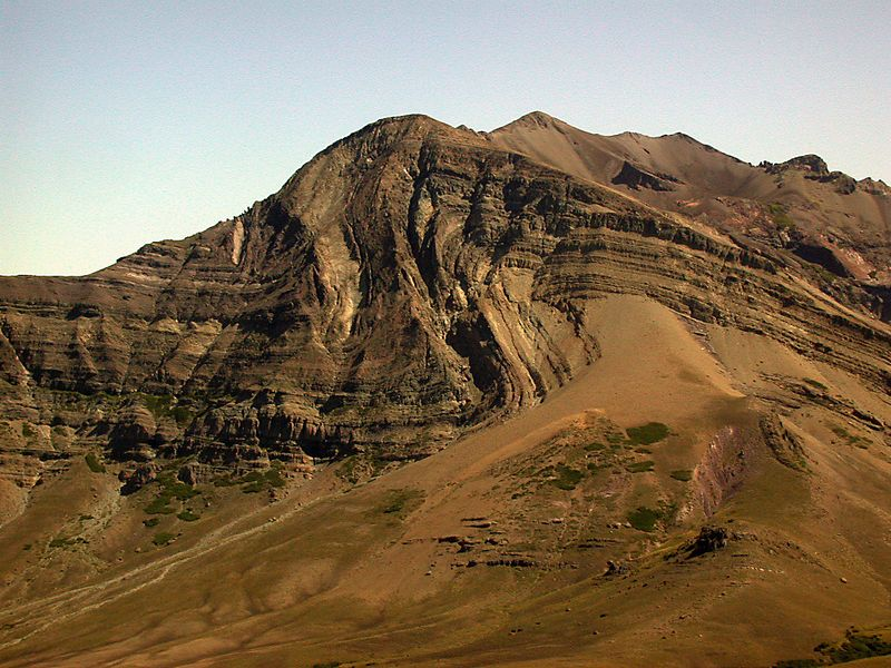 Profile view of Cerro Los Pinos and the Los Pinos syncline-anticline fold pair.
