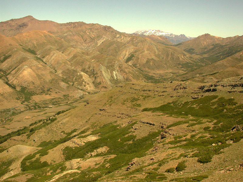 Estero Trapa trapa valley with the Trapa trapa anticline in the left ridge.
