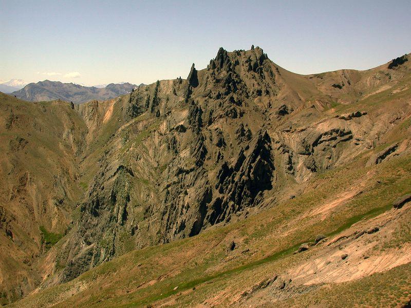 East ridge of Trapa trapa valley.