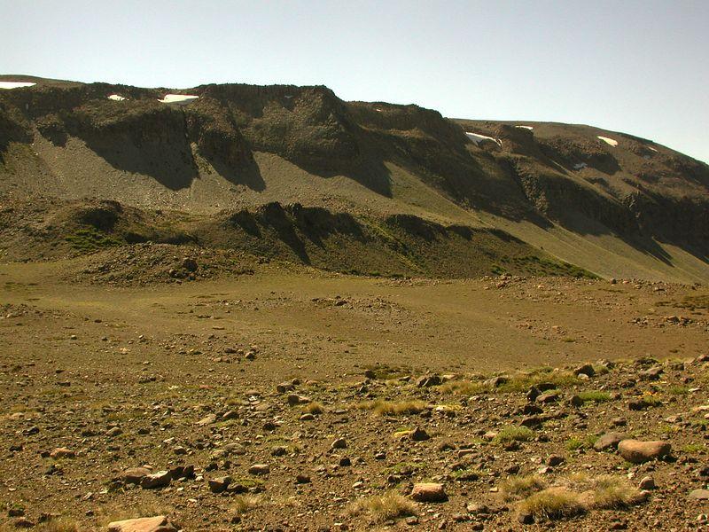 Flat plain on the west ridge of Trapa trapa valley.