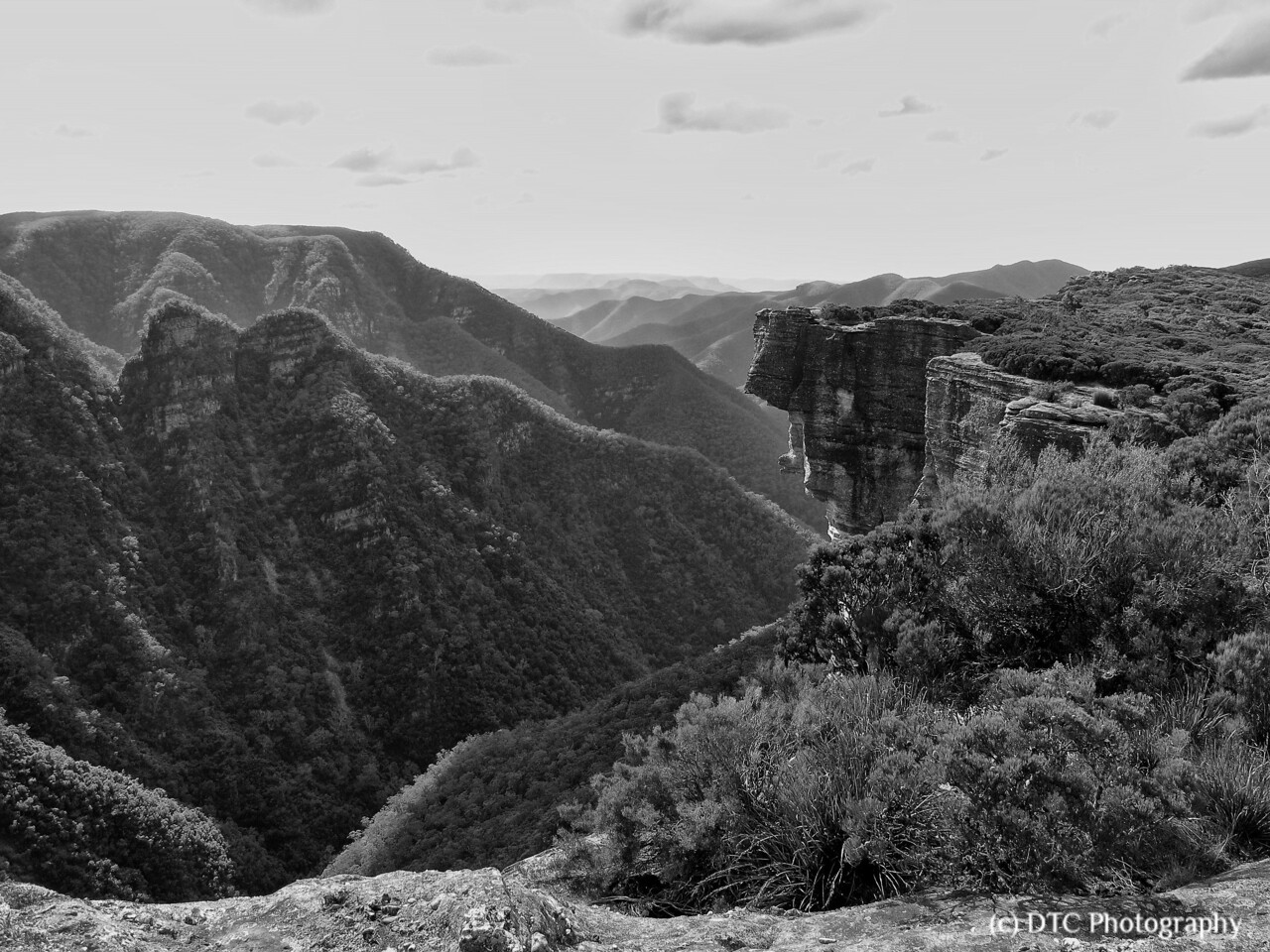 Across Kanangra Creek gorge to Thurat Spires & Tops