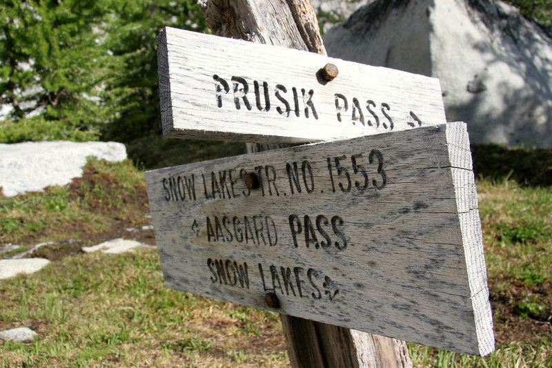 The sign says it all.  Prusik Pass, this way...