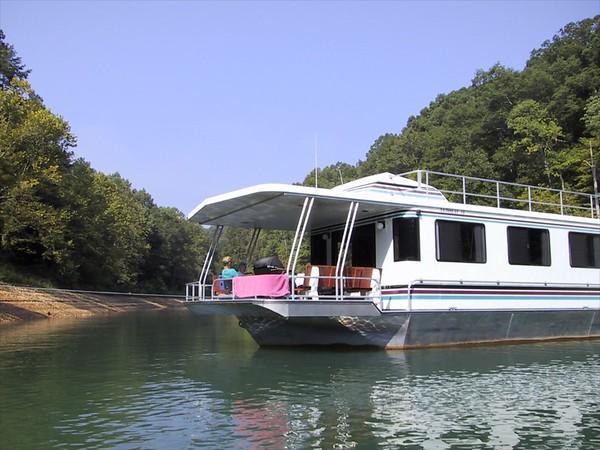Norris Lake houseboat