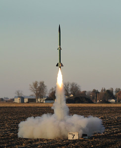 "Alan Carroll's Green Rage 3.1 (PML 3"" AMRAAM) lifts off on an I161W as the sun is about to set.  Photo by Greg Smith"