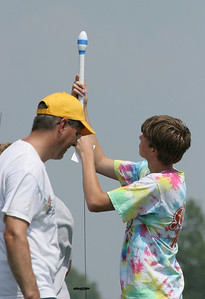 Loading an egglofter on the launch rod.  Photo by Greg Smith