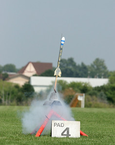 An egglofter starts its trip up the launch rod.  Photo by Greg Smith