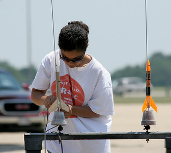 Hooking up the clips at the launch pad.  Photo by Greg Smith