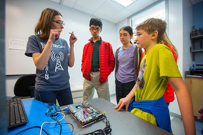2016 Electrical engineers host visit by UB's Gifted math program students