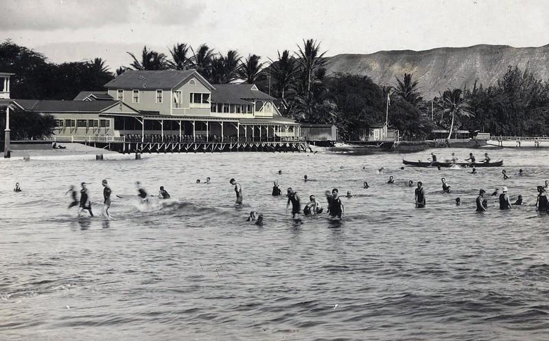 Waikiki Beach c1917