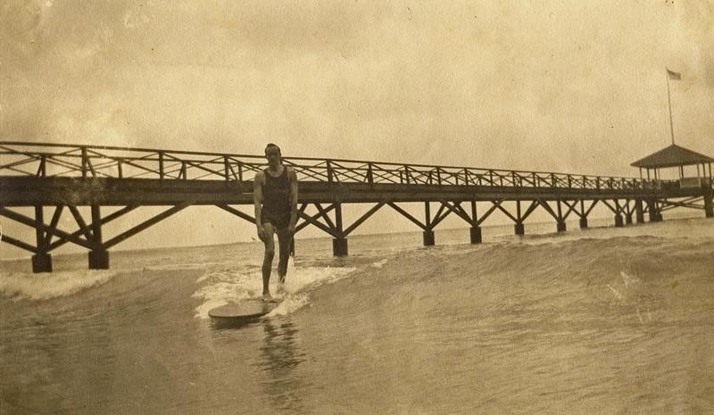 Surfing Waikiki 1910