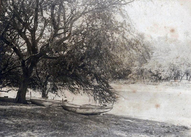 Lagoon Between Outrigger Canoe Club & Moana Hotel