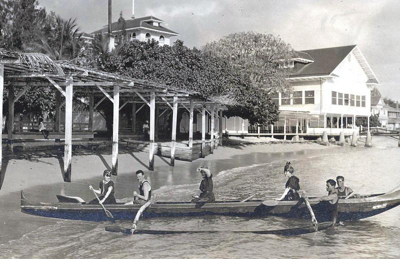 Moana Hotel Bath House, OCC Canoe 1914