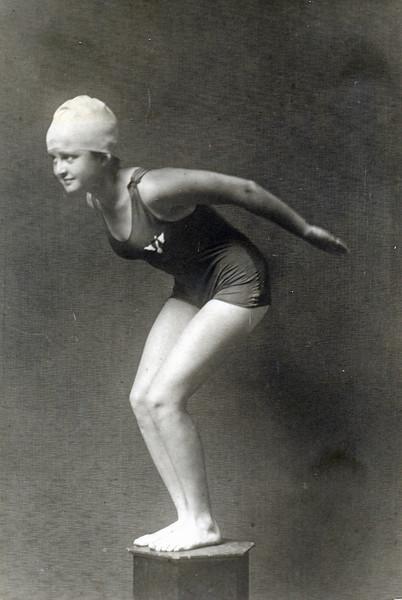 OCC swimmer Blanche Fernandez 1919