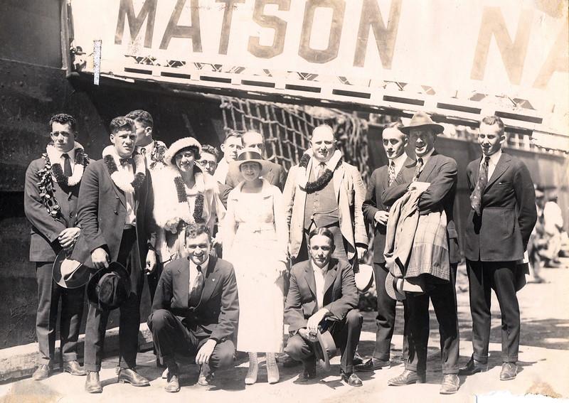 Swimmers Arrive in Hawaii 1919