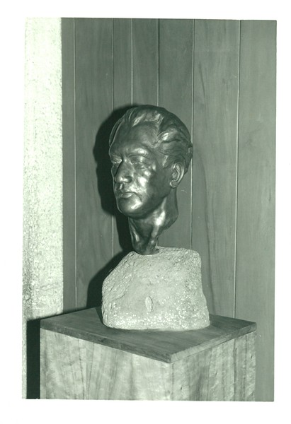 1988 Duke Sculpture Given to Club