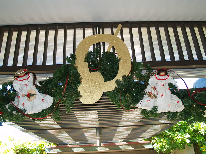 2008 Outrigger Christmas Decorations